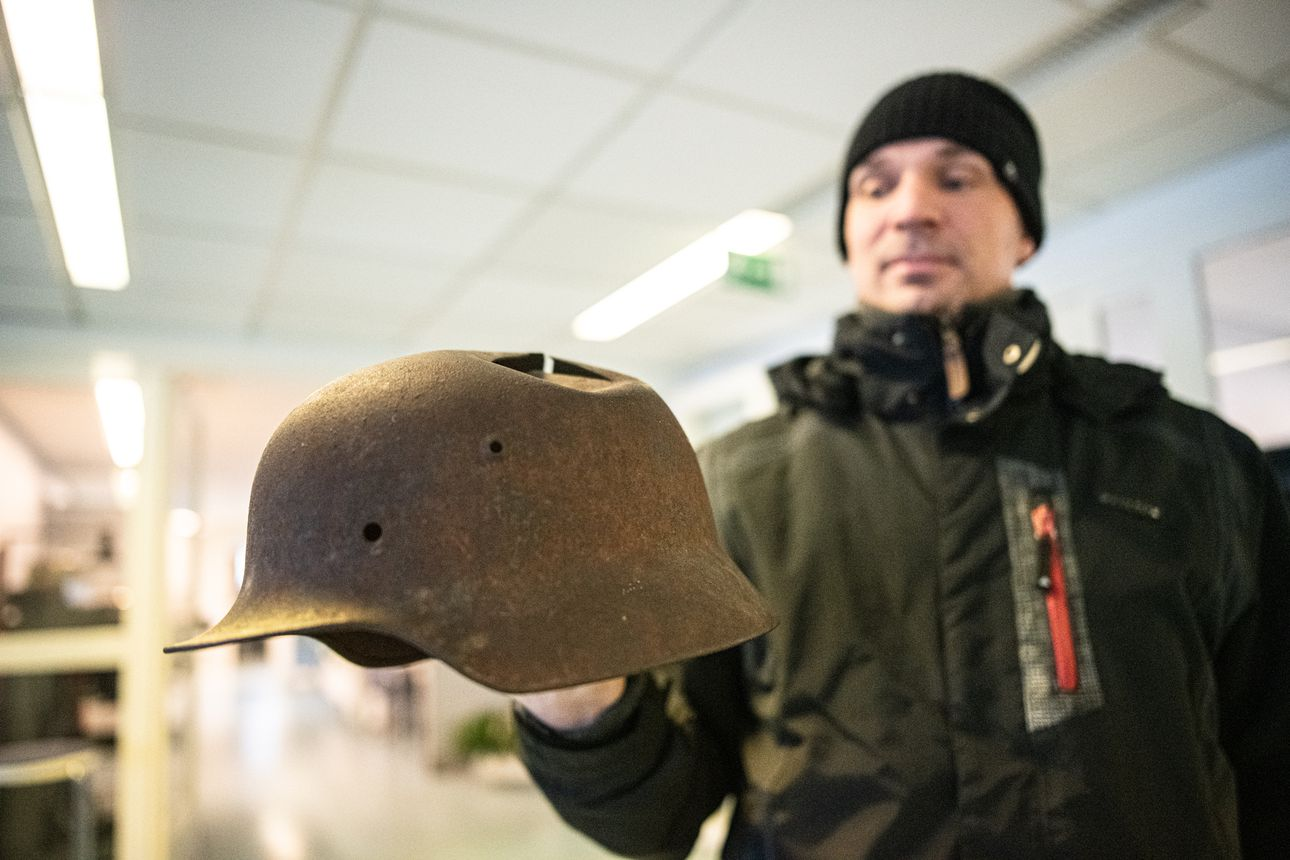 Erkkolanniemen kypärälöytöön selvyyttä: korpraalin kypärä jäi metsään – sota-aikaisia kypäriä on löytynyt Kuusamosta useita