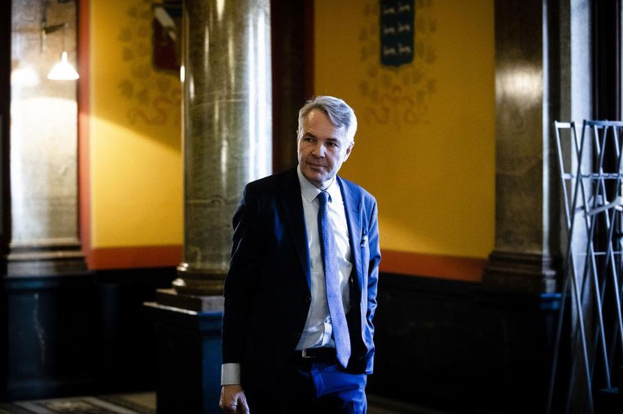 Vihreiden puheenjohtaja Pekka Haavisto (kuvassa) kertoi jatkaneensa myös suoraa neuvonpitoa keskustan puheenjohtajan Juha Sipilän kanssa.