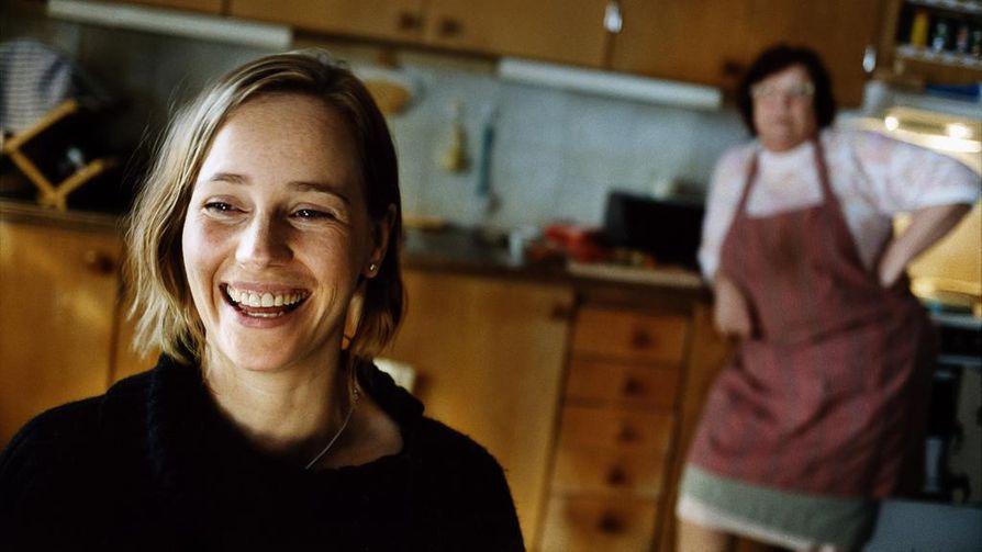 Mia (Sofia Helin) matkustaa Tukholmasta lapsuudenkotiinsa Taalainmaalle isänsä 70-vuotispäiville. Juhlista kehkeytyy perheen välienselvittely.