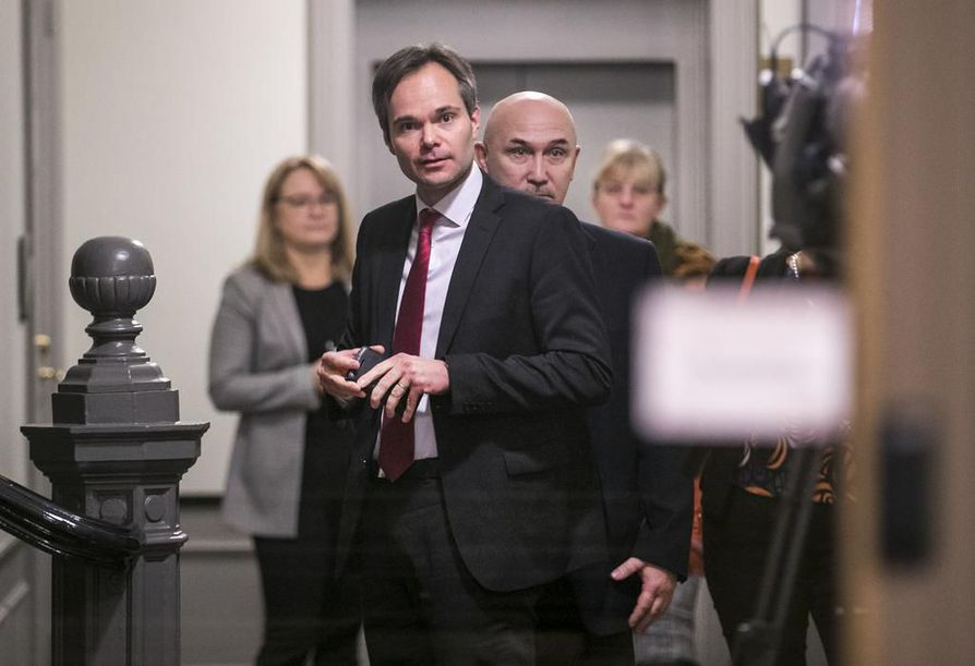 Sisäministeri Kai Mykkänen vieraili lauantai-iltana Oulussa keskustelemassa kaupungissa tapahtuneista seksuaalirikosepäilyistä.