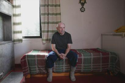 Yli-Iin Tannilassa asuva Ari Karjalainen keksii ja tekee itse työntekoa helpottavia laitteita