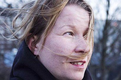 Kemiläislähtöinen Sini Silveri haluaa viettää pohjoisessa mahdollisimman paljon aikaa – runoteos Titaanidisko sai Kalevi Jäntin palkinnon