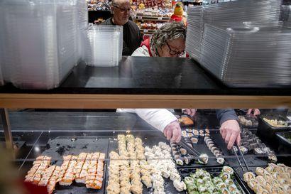 Kolme tuhatta kiloa sushia viikossa – maailman parhaan ruokakaupan vetonauloja ovat sushi ja marketin oma jäätelö