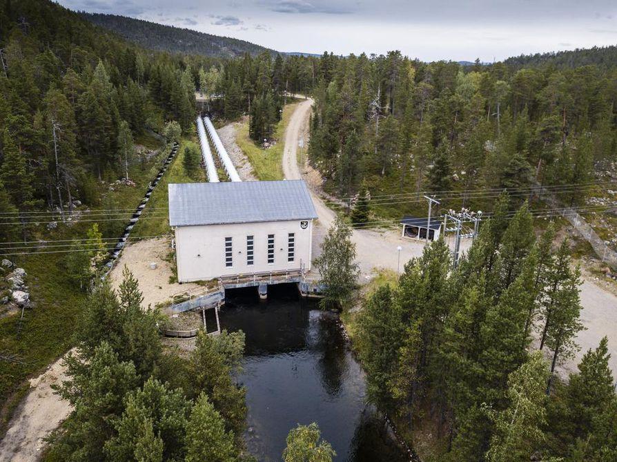Vuonna 1951 Pohjolan Sanomissa kerrottiin, kuinka Kirakkakönkään voimalaitosta varten ajettiin puutavaraa 8 hevosen ja 24 miehen voimin. Voimala on peruskorjattu 90-luvulla.