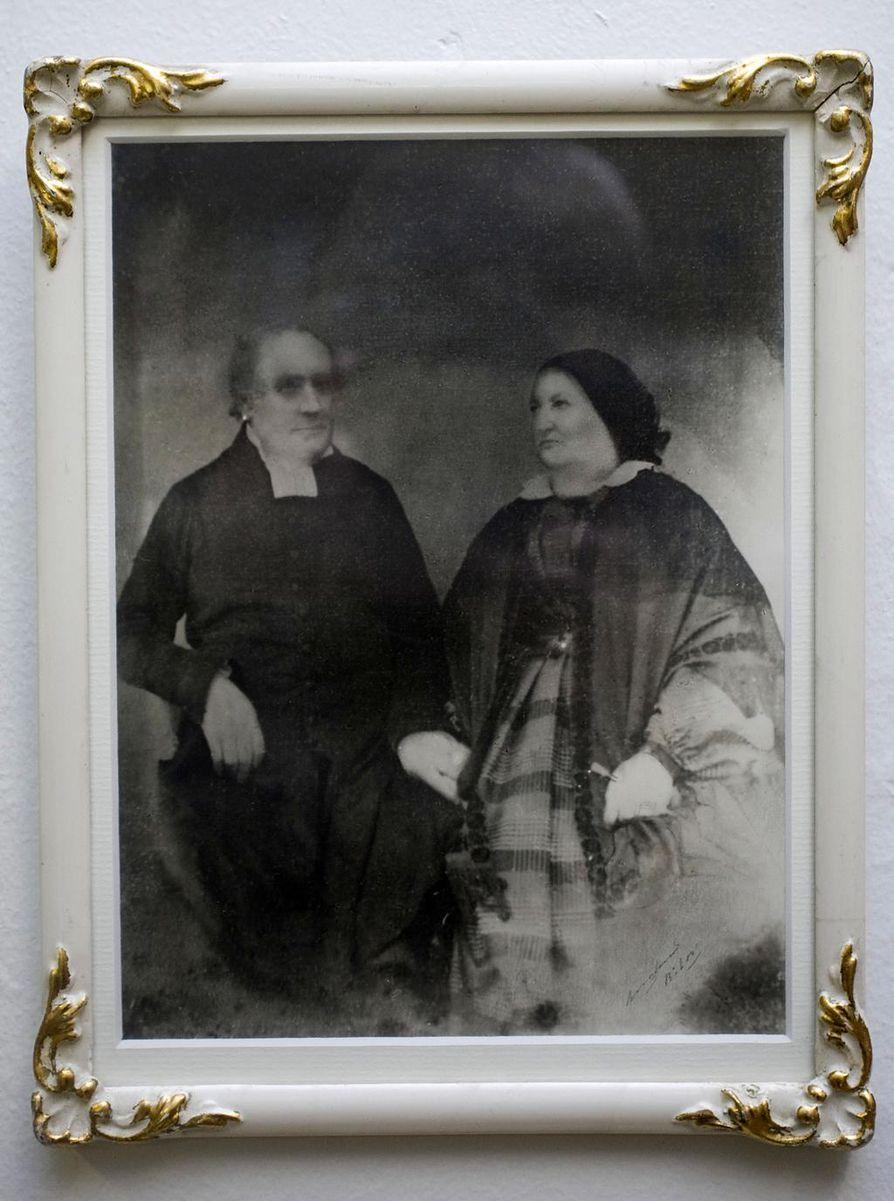 Elias Robert Alceniuksen ja hänen vaimonsa muotokuva.