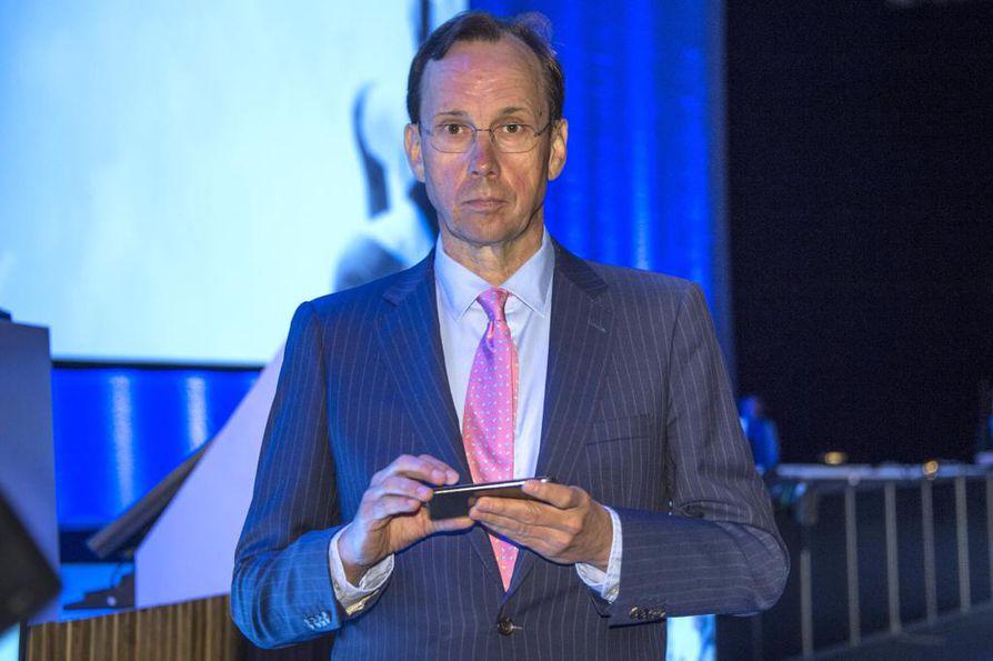 Keskustelu negatiivista talletuskoroista käynnistyi Sammon toimitusjohtajan Kari Stadighin uutistoimisto Bloombergille antamasta haastattelusta. Sampo omistaa osan Nordea-pankista.