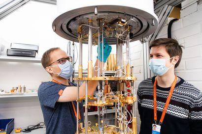 Mikä on kubitti? Suomen ensimmäistä kvanttitietokonetta kehitetään laboratoriossa – VTT:n tutkimuspäällikkö vastaa 12 yksinkertaiseen kysymykseen kvanttitietokoneesta