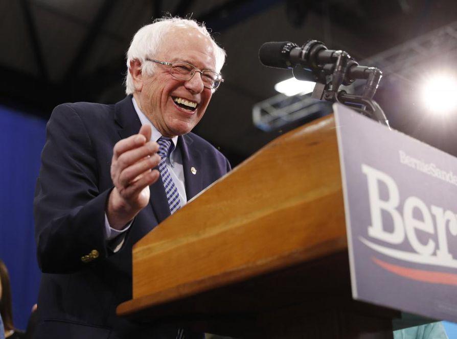 78-vuotias senaattori Bernie Sanders juhli voittoa New Hampshiren esivaalien tulosten julkistamisen jälkeen.