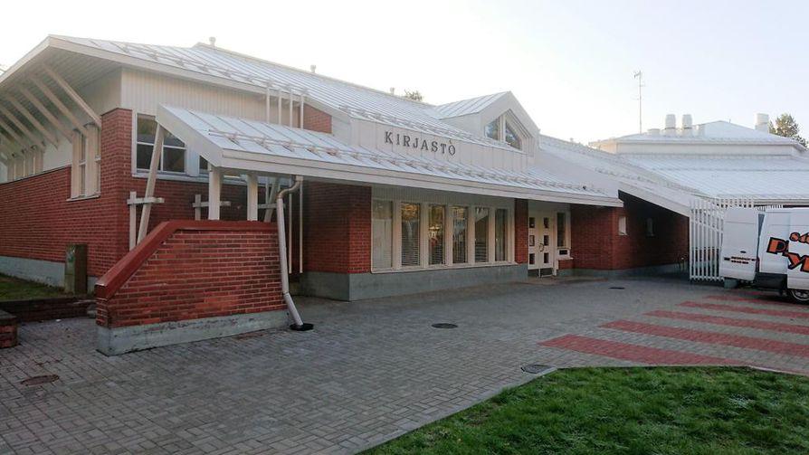 Kirjasto sijaitsee Kaijonharjun monitoimitalossa.