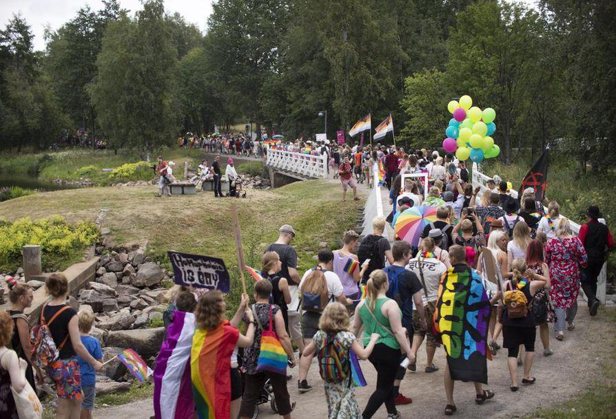 Kuva vuoden 2018 Oulu Pride -kulkueesta.