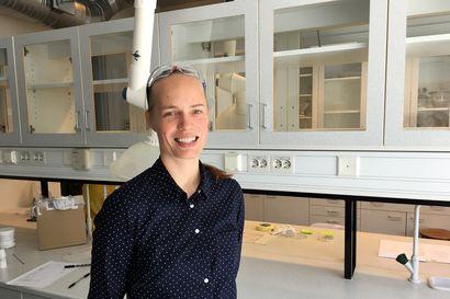 Suuntaavia nanokalvoja ja venyviä elektrodeja – vuoden nuori tutkija Jaana Vapaavuori etsii uusia ratkaisuja muovin korvaajaksi