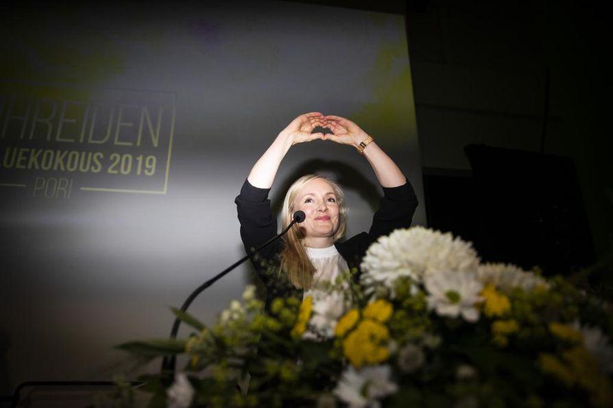 Me ollaan sankareita kaikki! Sisäministeri Maria Ohisalo valittiin vihreiden puheenjohtajaksi lauantaina Porissa.
