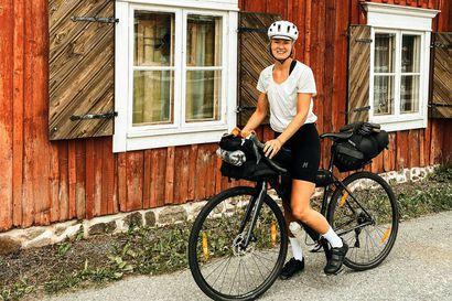 Oululaislähtöinen Henna Palosaari koki elämässään käännekohdan – nyt entinen seitsenottelija pyöräilee yksin Suomen ympäri