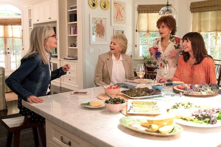 Diane (Diane Keaton, vas.), Sharon (Candice Bergen), Vivian (Jane Fonda) ja Carol (Mary Steenburgen) eivät halua uskoa ikääntymisen tarkoittavan hauskanpidon päättymistä.