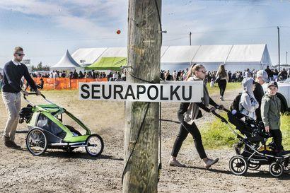 Yli 73 000 seuravierasta vietti sunnuntaita Muhoksen Suviseuroilla – katso kuvia päivän tunnelmista