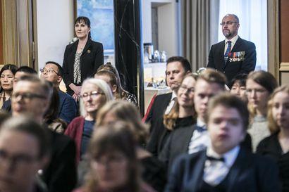 """""""Itsenäisyys on kaikki kaikessa"""" – kaupungintalon kansalaisjuhla keräsi Oulussa pari sataa osallistujaa, kunniavieraina veteraanit"""