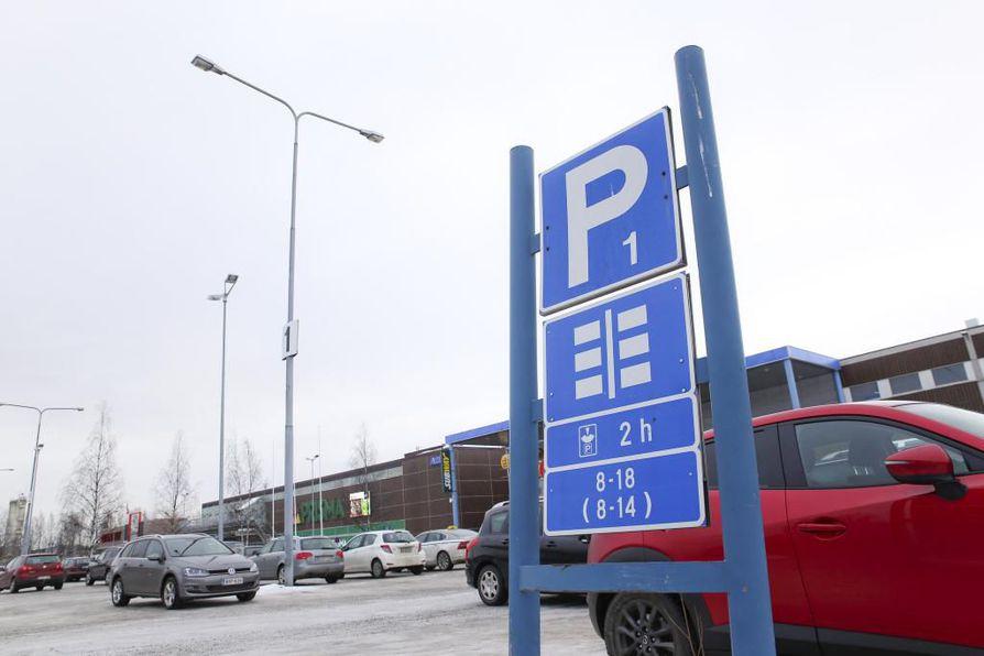 Uusi liikekeskus rakennetaan markettien parkkipaikan tilalle.