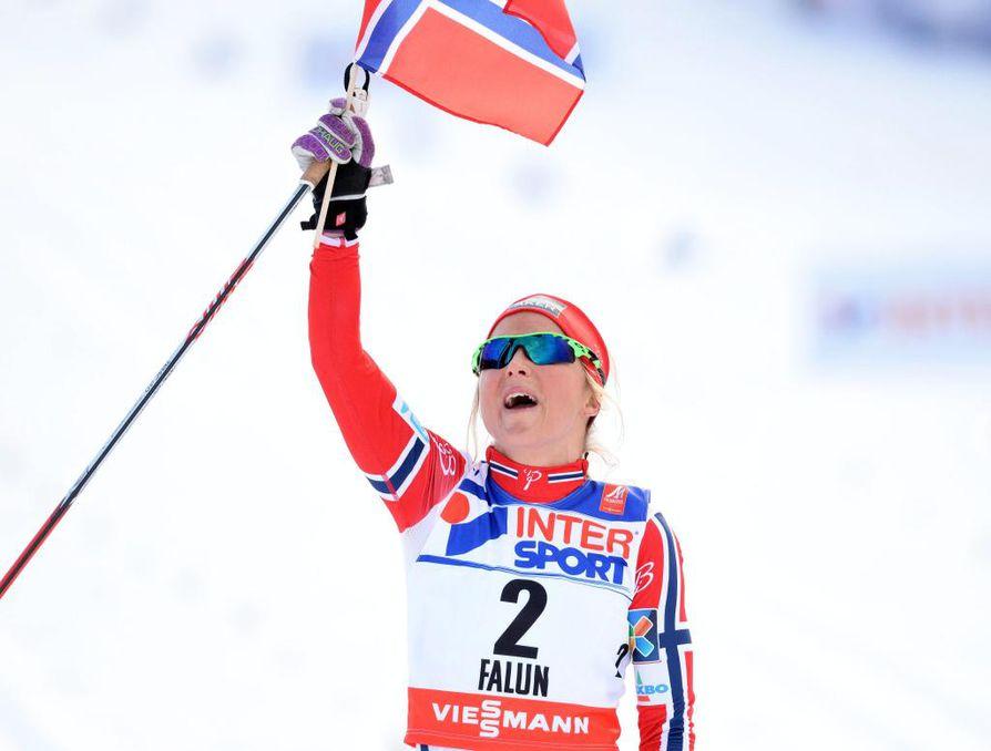 Therese Johaug hiihti ylivoimaiseen voittoon.