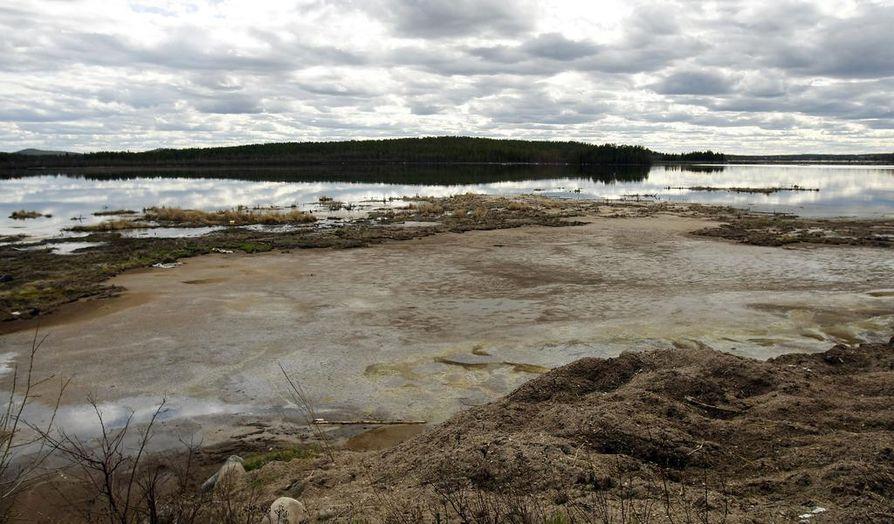 Suljetun sellutehtaan jätejärvi kätkee pohjalietteessä ympäristölle vaarallisia raskasmetalleja ja orgaanisia yhdisteitä. Lietettä on tarkoitus pumpata 280 000 kuutiota valtaviin jätesäkkeihin. Määrä vastaa 3000 täysperävaunurekkakuormaa.