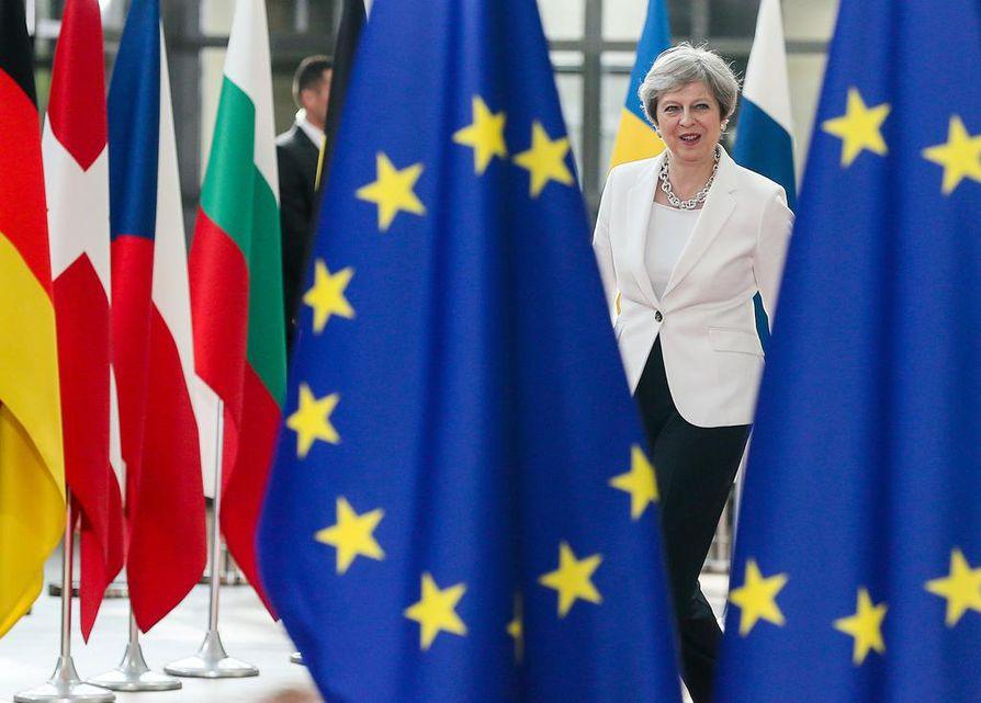 Theresa May kertoi ennen toista huippukokouspäivää Brysselissä, että Britannia julkaisee ehdotuksensa kansalaisten asemasta kokonaisuudessaan maanantaina.