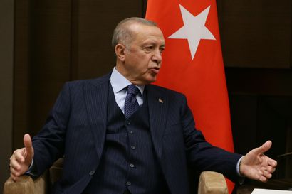 Turkin Erdogan perääntyi uhkauksestaan karkottaa Suomen ja yhdeksän muun maan suurlähettiläät