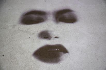 Kuvia Arti Ii Biennaalin taiteilijoiden maakuopasta, savimunasta ja videoteoksista