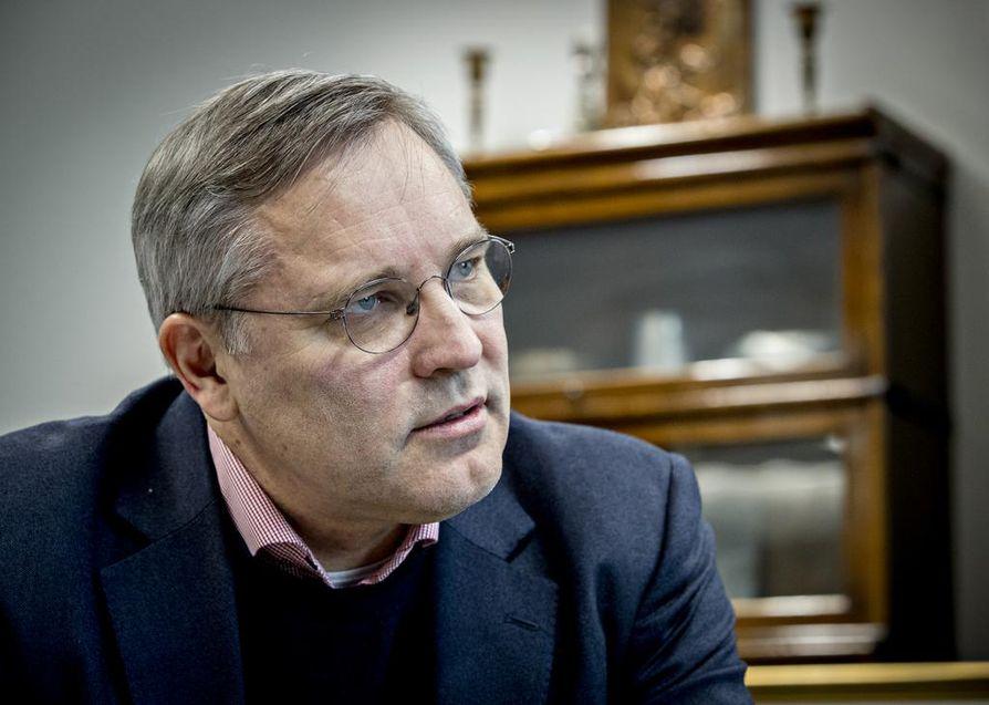 Mikael Pentikäinen kertoo, että työllisistä on yksinyrittäjiä noin 13 prosenttia. Juuri yrittäjät ovat luonnostaan ensimmäisinä etsimässä uusia bisnesmahdollisuuksia.