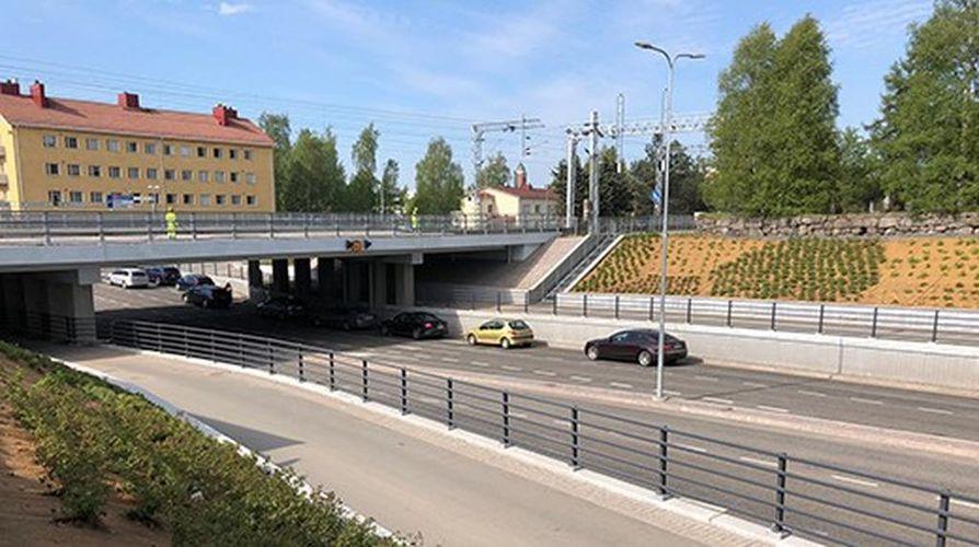 Heikinkadun alikulkusillan korjausprojektin kokonaiskustannukset katurakenteet huomioon ottaen olivat noin 7,4 miljoonaa euroa.