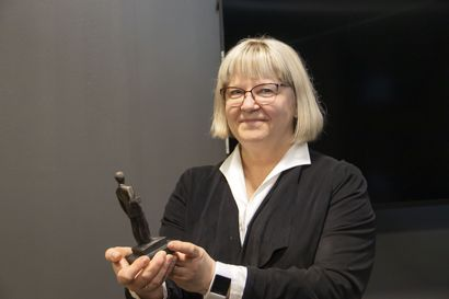 """Lumijoen kunnanjohtaja Paula Karsi-Ruokolainen kirjoittaa kiitoksen merkityksestä: """"Kiittämisen ei tarvitse olla suurta, pienikin kiitos vaikuttaa työyhteisön ilmapiiriin"""""""