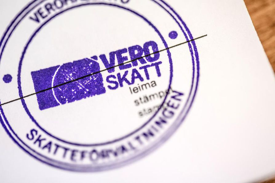"""Verottaja on lähettänyt suomalaisille noin 60 000 mahdollisesti virheellistä verokirjettä, kertoo Verohallinnon kehitys- ja tietohallintojohtaja Jarkko Levasma STT:lle. """"Emme osaa vielä sanoa, ovatko kaikki virheellisiä vai onko siellä vain osajoukko."""""""