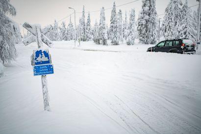 """Teiden penkoilla rällätään luvattomasti kelkoilla – tien auraaja: """"tiivistää lumen, jäädyttää ja hidastaa vallien leikkausta"""""""