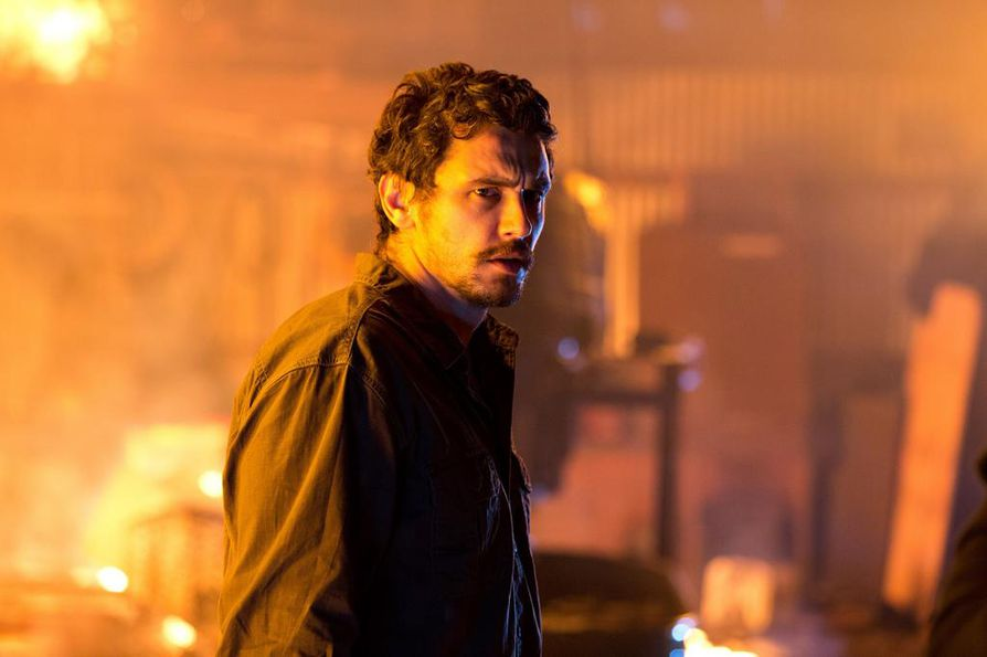 Huumediileri Gator Bodina (James Franco) riitaantuu entisen huumepoliisin kanssa Homefront-elokuvassa.