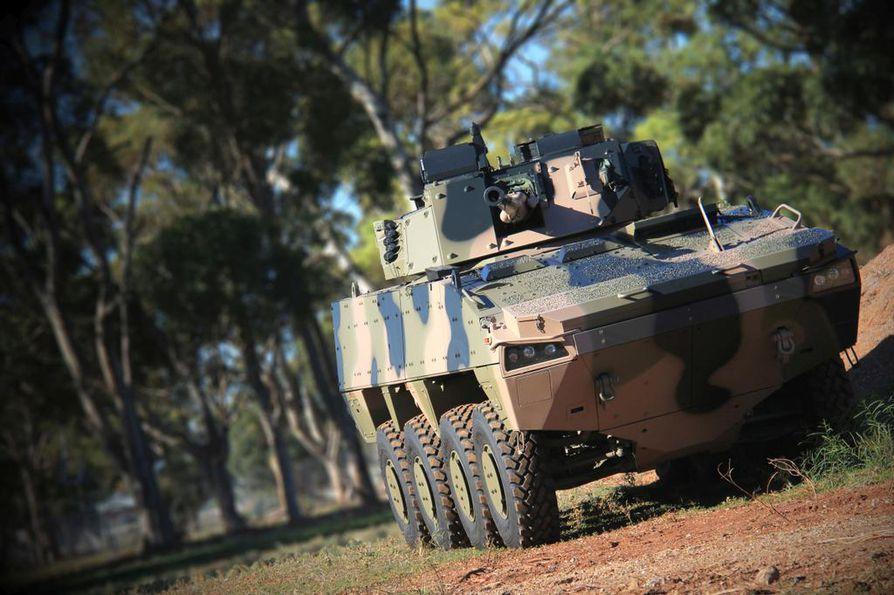 Puolustustarvikekauppa on kansainvälistä liiketoimintaa, jossa kumppaneita haetaan myös ulkomailta. Kuvassa on Patrian ja BAE Systems Australian yhteistyössä kehittämä panssaroitu tiedusteluajoneuvo AMV35.