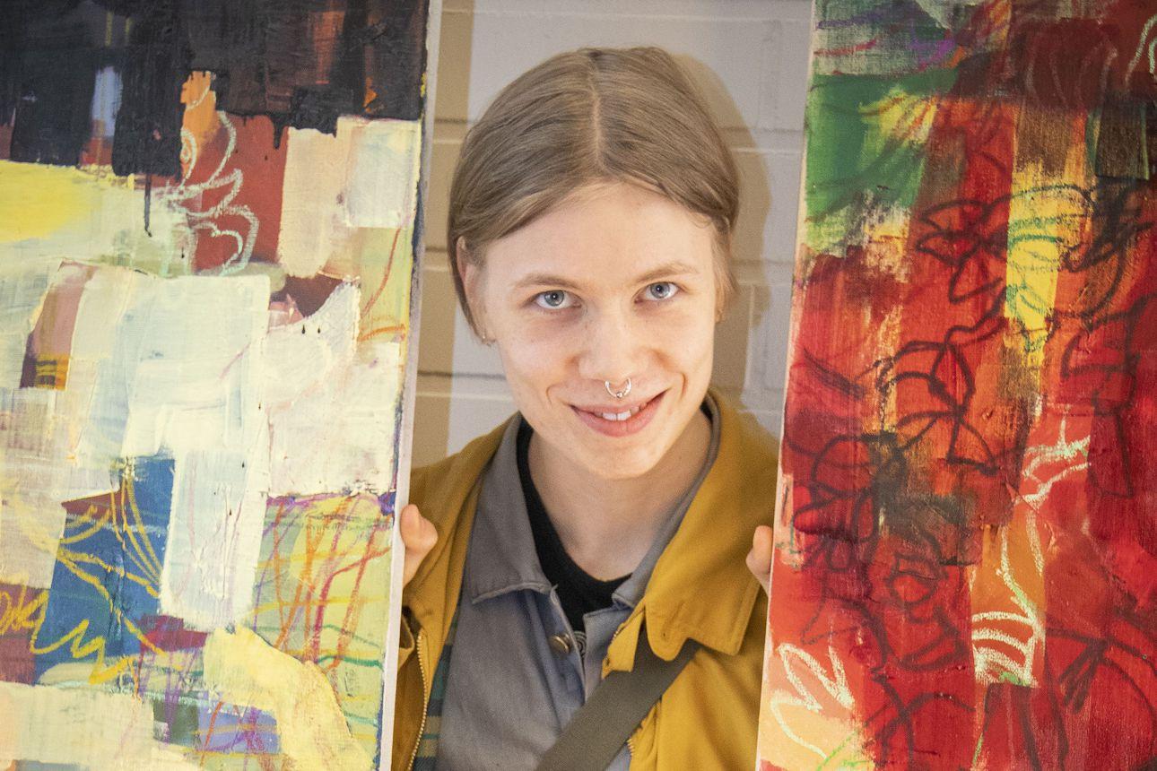 Neljä kertaa kevätnäyttely – Limingan taidekoulun oppilaiden työt ovat nähtävillä muun muassa entisen K-Marketin näyteikkunoissa