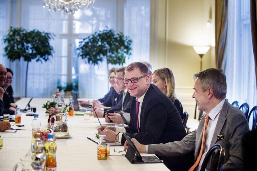 Pääministeri Juha Sipilä (kesk.) järjesti Kesärannassa pyöreän pöydän keskustelun Suomen EU-puheenjohtajakaudesta.