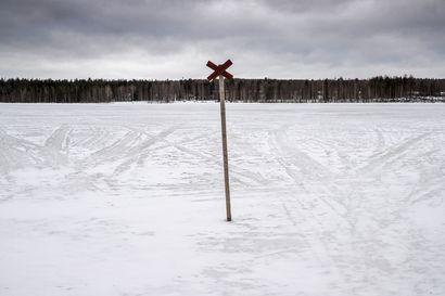 Moottorikelkkailija vajosi Kuusamossa olemattomaan jäähän, jonka lumi peitti – palomestari ei lähtisi nyt jäille jalkaisinkaan ilman varmaa tietoa