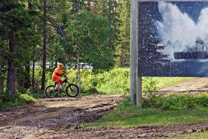 Syötteen kansallispuistossa urakoidaan reittejä ja taukopaikkoja entistä ehommiksi – Näköalatien-reitti Kettumaan kevennykseksi ja pitkospuut kolmilankkuisiksi