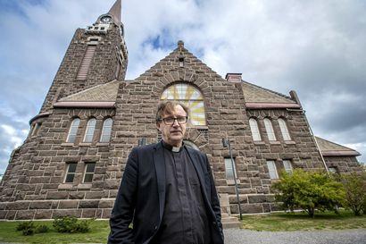 Kirkkoherra kertoo työstään: papin työviikko saattaa olla 60-tuntinen