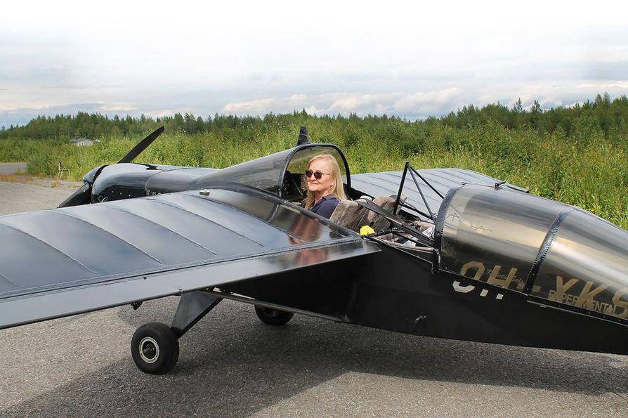 Leila Jylänki kertoo, että harrastelentäminen ei ole tilastojen valossa sen vaarallisempaa kuin autoilu, mutta turvallisuuteen voi vaikuttaa itse enemmän.