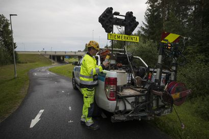 Oulun seudulla maalataan keskiviivoja ja muita opasteita pääpyöräilyreiteille – ongelmakohtia ovat ne, joissa pyörätie muuttuu asuinalueella ajoradaksi