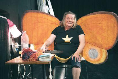 Minä olen Hossu voitti – näyttelijä Niina Hosiasluoman rehellinen ja räävitön esitys palkittiin Monologikilpailussa Oulussa