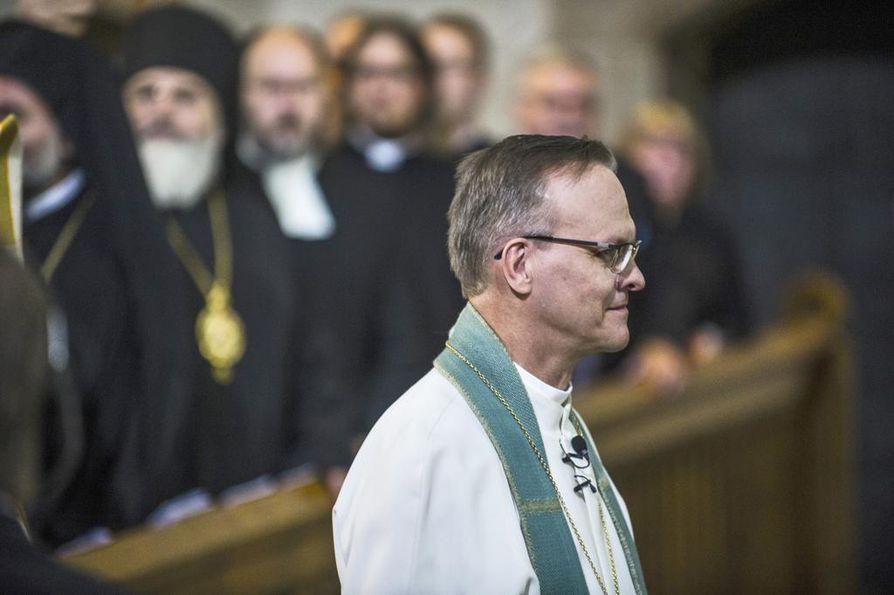 """Arkkipiispa Tapio Luoma vastasi Päivi Räsäsen kirjeeseen, jossa tämä kritisoi kirkon osallistumista Pride-tapahtumaan ja kertoo harkitsevansa kirkosta eroamista: """"Toivon, että kirkkomme saisi jatkossakin olla hengellinen koti mahdollisimman monelle, myös Sinulle."""""""