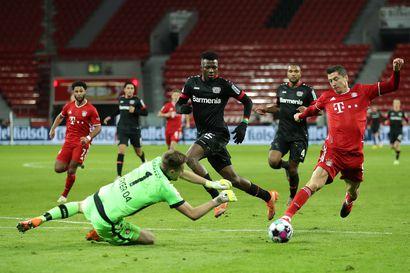 Lewandowski nöyryytti Leverkusenia ja Hradezkyä lisäajalla