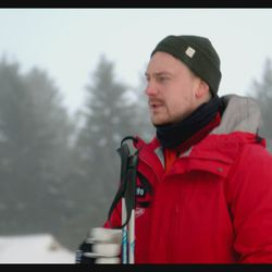 Kuwaitilainen Dana Albahar hiihtokoulussa