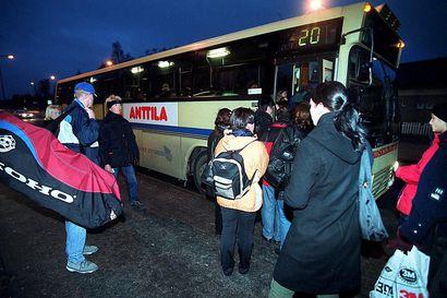 Painetut bussiaikataulut Oulun joukkoliikenteessä lopetetaan – keväällä ei tule enää perinteistä kesäaikatauluvihkoa