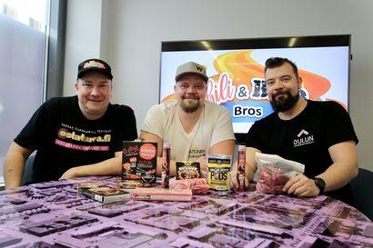 Chili BBQ Bros tekee ruokahaasteita nettiin – yrittäjäveljeksistä Sami Lehtola tekee ruuat, Jari Väyrynen syö nopeimmin ja Janne Väyrynen syö tulisimmat jutut