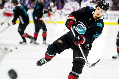 Carolinan suomalaiset palasivat NHL-peleihin tehokkaina – Sebastian Aho keräsi kaksi pistettä