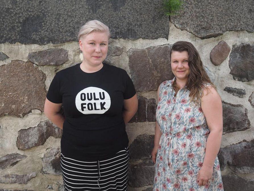 Oulu Folk Festivalista on kasvanut peräti viisipäiväinen tapahtuma. Pinja Valon (vas.) ja Anniina Niemen mukaan sellainen ei ihan alkujaan ollut suunnitelmissa. –Oli niin paljon hyviä bändejä tarjolla, niin lähti vähän mopo käsistä, Niemi naurahtaa.