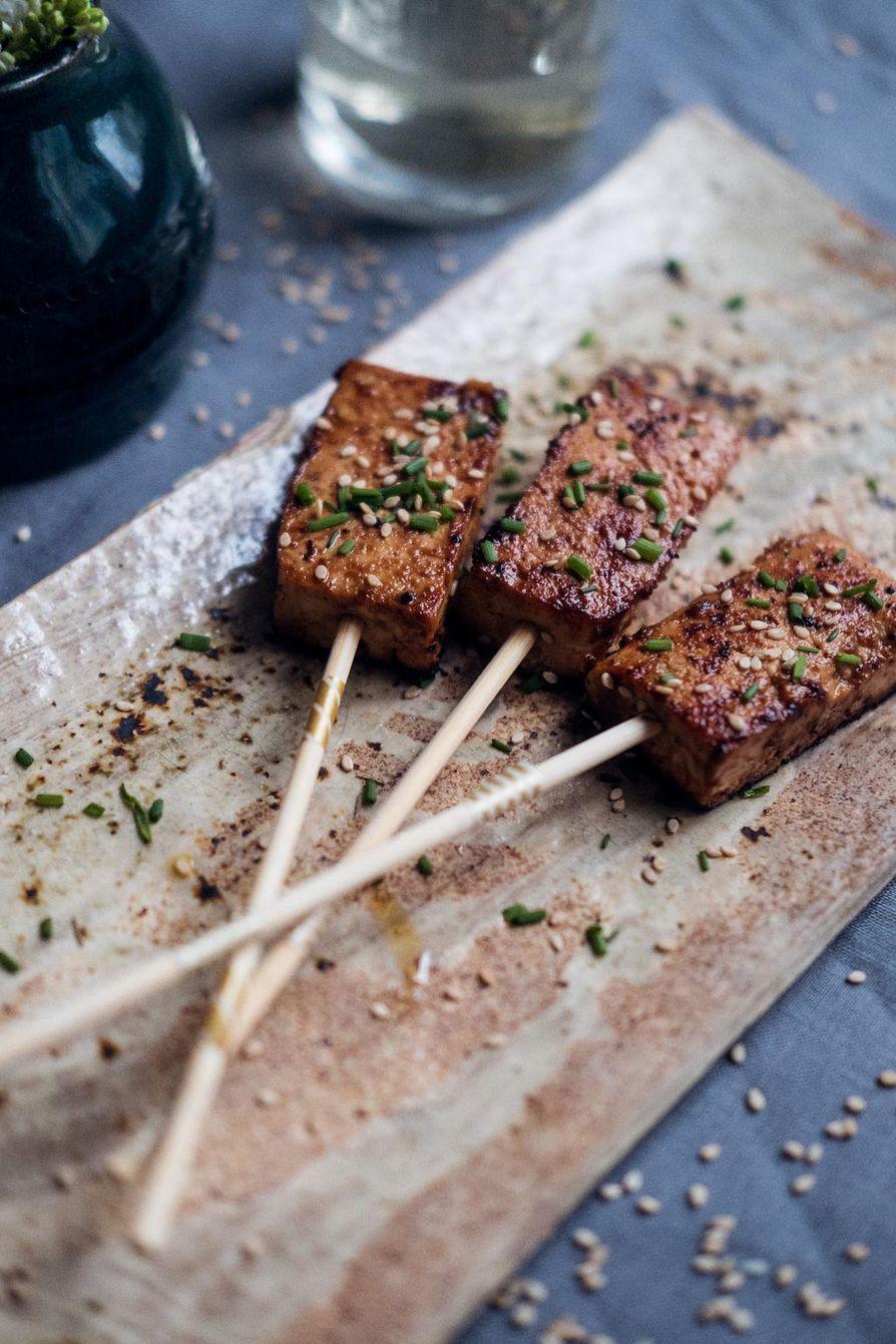 Tofutikkareiden tikut on koristeltu kultaisella washi-teipillä.