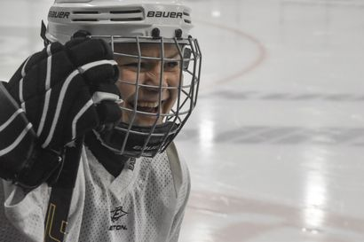 Mimmeistä huokuu ilo jäällä – Motivoitunutta joukkuetta on mukava valmentaa sanoo Karjalaisen Henkka